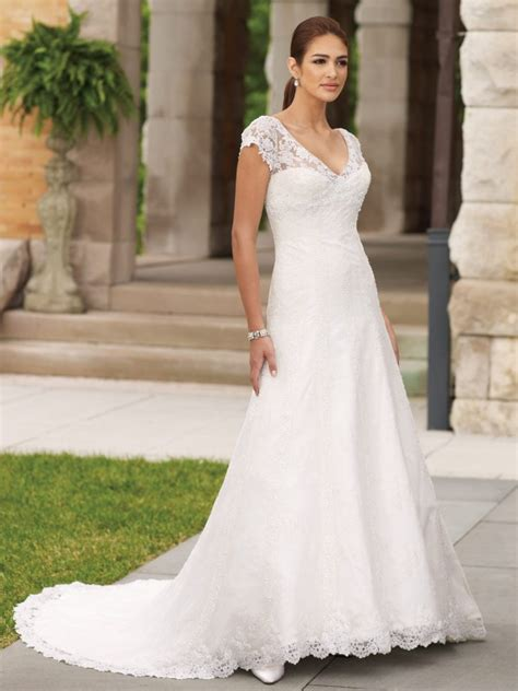 looking classical and fashionable with summer wedding
