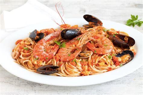 come cucinare spaghetti allo scoglio ricetta spaghetti allo scoglio cucchiaio d argento
