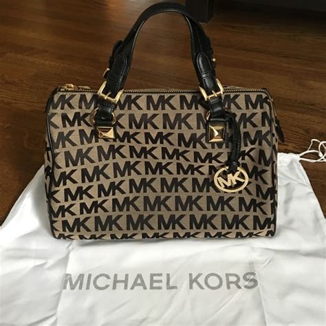 Michael Kors Grayson Signature Pearl Grey 65 michael kors handbags michael kors grayson handbag large signature from kasey s