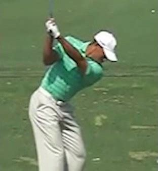 tiger woods golf swing in slow motion golf swing library golf loopy play your golf like a