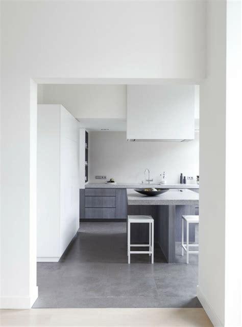decorar paredes blancas con pintura decoraci 243 n de interiores modernos en gris y blanco