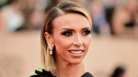 guilanna rancic short sharp bob giuliana rancic debuts bob haircut at 2016 sag awards