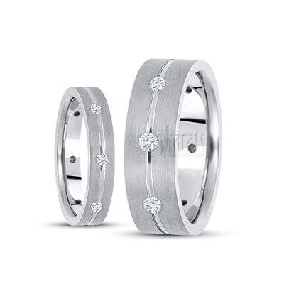 hh dwm   gold traditional diamond wedding ring set