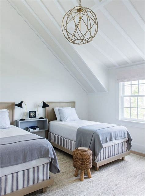 slanted ceiling bedroom 25 best ideas about sloped ceiling bedroom on pinterest