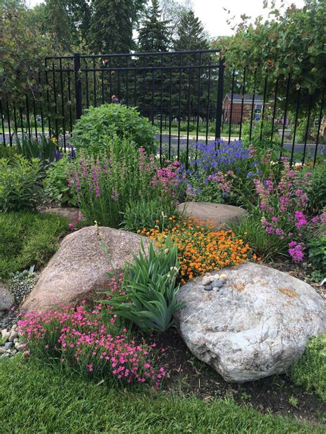 Front Yard Slope Landscaping Ideas - easy ideas for landscaping with rocks