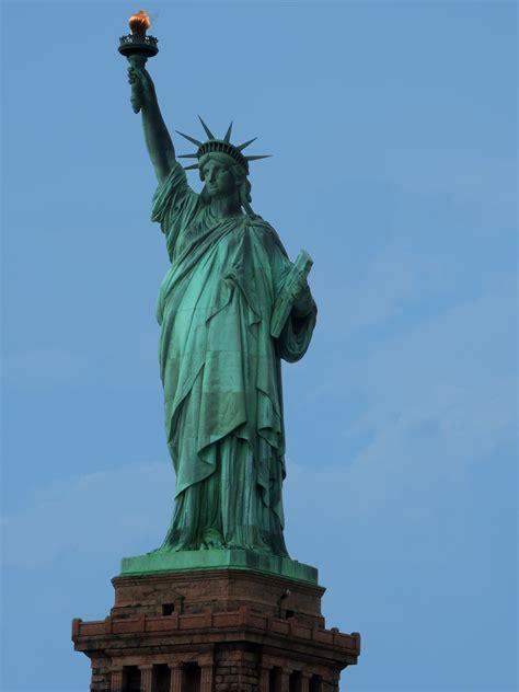 freiheitsstatue sockel freiheitsstatue new york ihre geschichte besichtigungsinfos