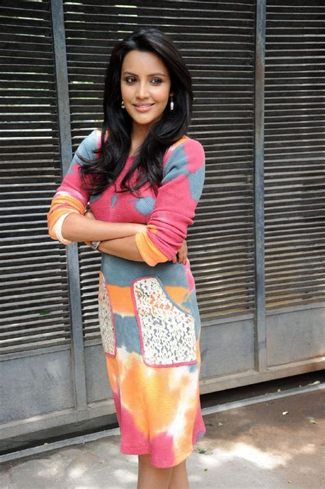heroine cute photos heroine priya anand very cute smile photos cinejolly