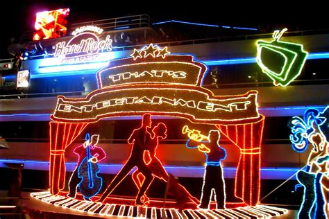 Where To See Christmas Lights In Miami And Fort Lauderdale Lights Ft Lauderdale