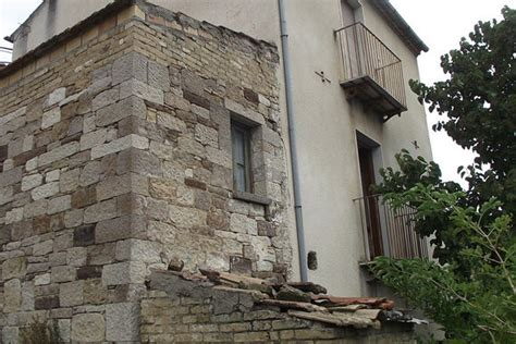 house to buy in italy town house to buy in italy civitacomarano