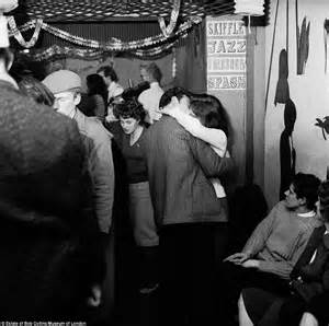 swinging club london iconic images of london in the 1950s and 60s captured by