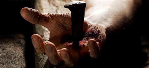 Então os cruzados começaram a profanar em nome do