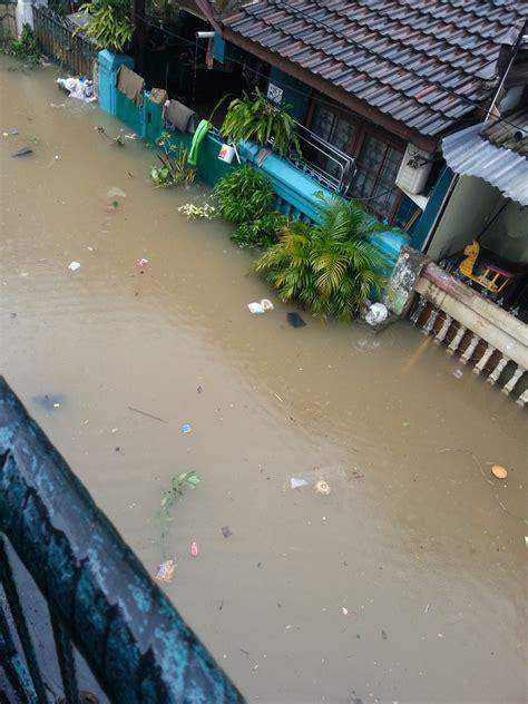 detiknews jakarta banjir banjir sepaha genangi perumahan harapan baru bekasi