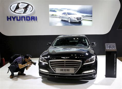 hyundai moves   gear  luxury car brand  japan