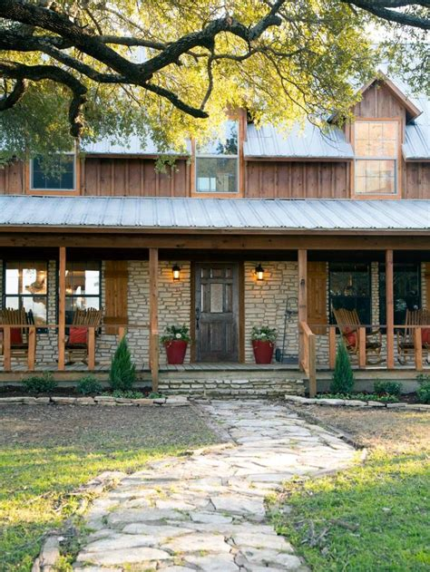 chip and joanna gaines homes best 25 fixer upper waco ideas on pinterest magnolia
