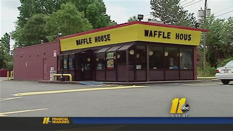 waffle house chicago waffle house waitress denied 1 000 tip customer finds