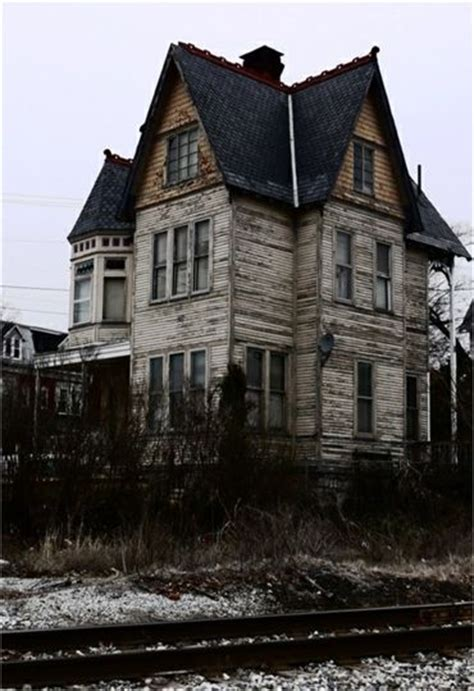 Downs Haunted House by Best 25 Buildings Ideas On Abandoned