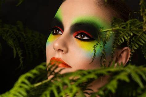 fasching schminken den karneval  vollenden