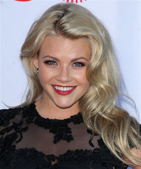 whitney carson hair witney carson long wavy casual hairstyle light blonde