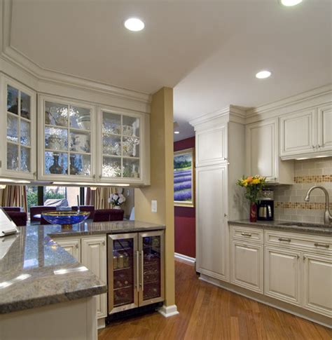 double sided kitchen cabinets what are the double sided glass cabinets above the island
