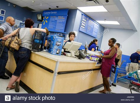 walmart retail link help desk miami florida wal mart walmart shopping stock photos