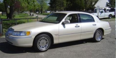 value of 2000 lincoln town car 2000 lincoln town car used car pricing financing and