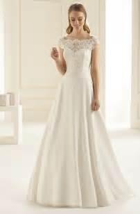 Hochzeitskleider Abendkleider by Schlichtes Brautkleid Bianco Evento Mit Traumhafter
