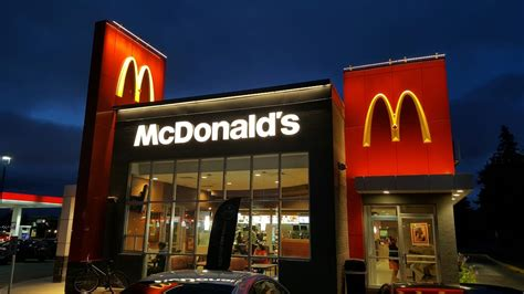 What Time Does Mcdonalds Dining Room Open by Mcdonald S 11 Reviews Fast Food 9989 Bayview Avenue
