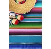 Elementos Mexicanos A Color En El Suelo  Descargar Fotos