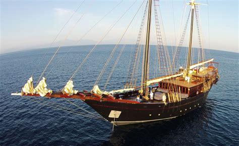 groot zeiljacht kasten marine design modern classic yacht design