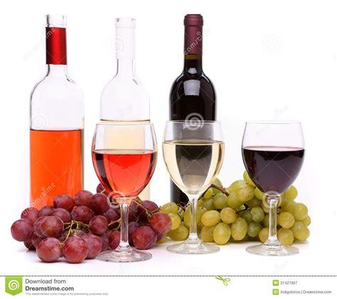 imagenes de uvas y copas uvas copas de vino y botellas maduras de vino fotograf 237 a