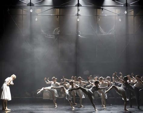 the swing of desire summary dance review a streetcar named desire scottish ballet