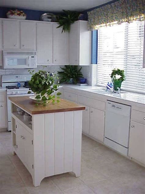 small kitchen ideas with island 25 best ideas about small kitchen islands on pinterest