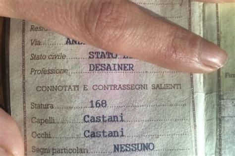 comune di como ufficio anagrafe professione desainer il comico errore sulla carta d