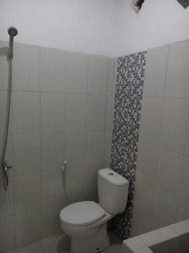 Tempat Duduk Shower Kamar Mandi sewa rumah minimalis di malang jawa timur 4 kamar tidur 817