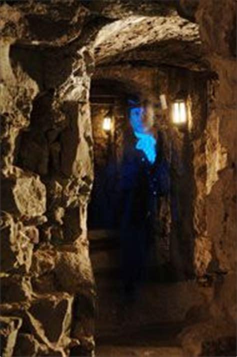 explore underground vault in edinburgh 1000 images about edinburgh underground on pinterest