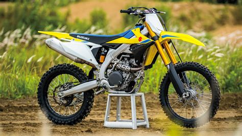 new motocross 2018 suzuki rm z450 first look all new from the ground