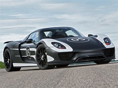 porsche supercar 918 the porsche 918 spyder is a hybrid you ll lust after