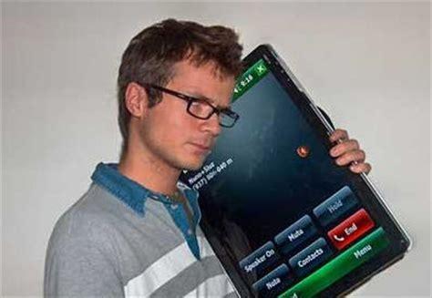 samsung thinks big with 7 inch smartphone