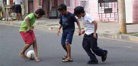 imagenes de niños jugando futbol en la calle humor escrito una risita p 225 gina 356 laneros com