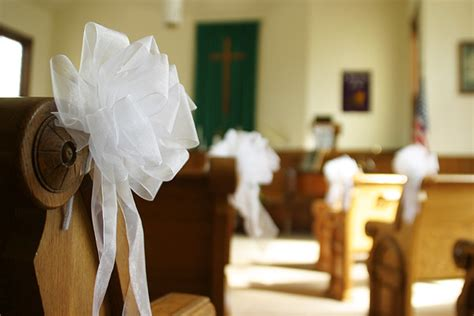church bench decorations wedding 11 beautiful options for wedding pew decorations