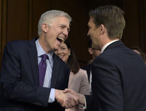 neil gorsuch vote senate democrats force one week delay of neil gorsuch
