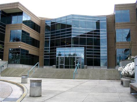 building front door file microsoft building 17 front door jpg wikimedia commons