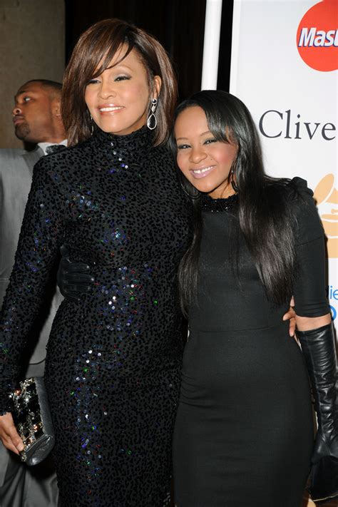 whitney houston and her daughter whitney houston s daughter fighting for her life 911