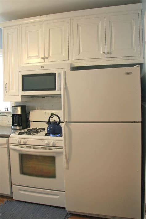 kitchen layout fridge next to cooker i just do not get it why do people put there stove next