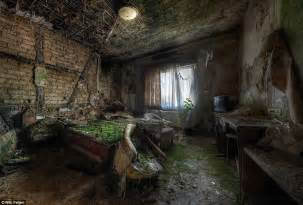 Creepy Bedroom creepy but amazing pictures taken from abandoned mansions