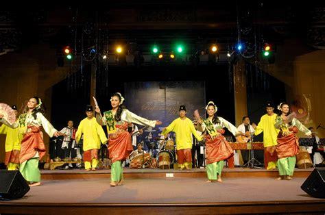 persembahan kebudayaan tarian tradisi kesenian gamelan persembahan kebudayaan tarian tradisi kesenian gamelan