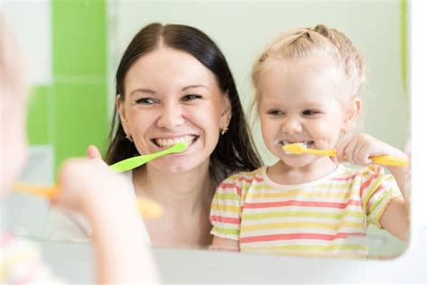 simple tricks  brushing  childs teeth