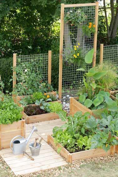 Supérieur Creer Un Jardin Aromatique #5: traverses-bois-pour-creer-mur-vegetal-et-jardin-potager.jpg