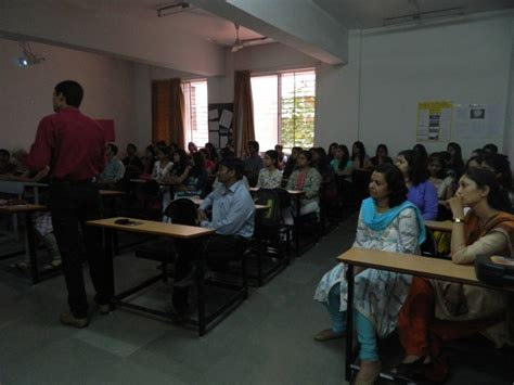 External Mba Colleges In Pune by Fergusson College Pune
