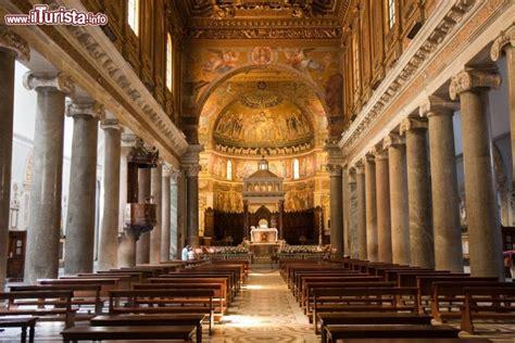 interno chiesa interno chiesa di santa in trastevere roma